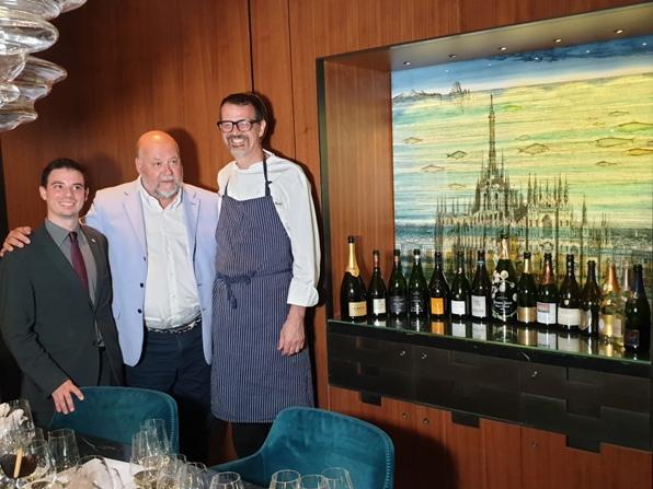 da sinistra il sommelier Andrea Loi, Leo Damiani e lo chef Antonio Guida